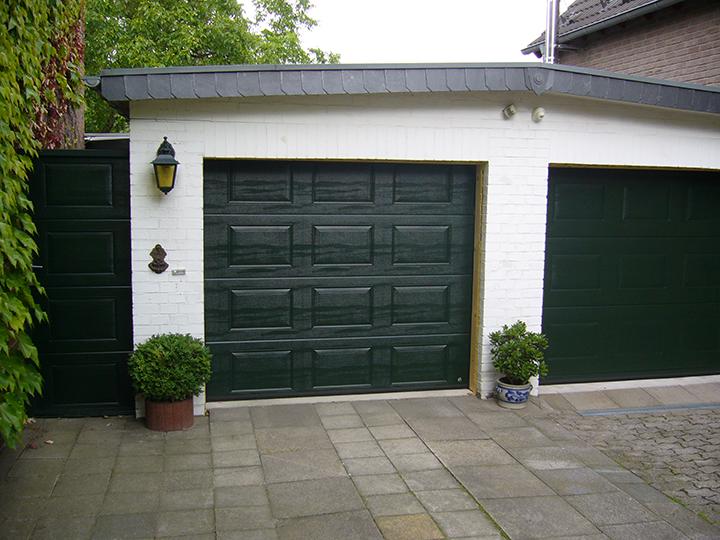 Sektsionnye garazhnye vorota фото